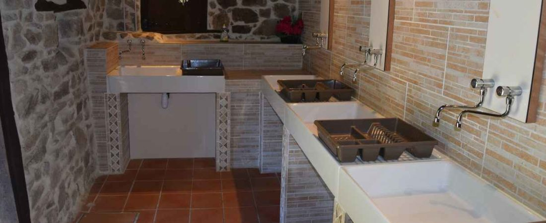 salle de vaisselle dans l'ancien grange